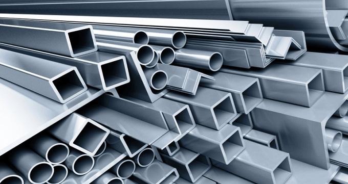 پروفیل های ساختمانی باز : اگر سطح مقطع پروفیل تشکیل دهنده یک شکل هندسی باز باشد این نوع پروفیل ساختمانی را پروفیل باز می نامند. پروفیل های ساختمانی بسته : اگر سطح مقطع پروفیل تشکیل دهنده یک شکل هندسی بسته نظیر مربع و دایره یا مستطیل باشد به آن پروفیل ساختمانی بسته گفته می شود. میلگرد آجدار : میلگرد آجدار یکی از انواع آهن آلات ساختمانی محسوب می شود که از بنیان ساختمان سازی در آن کاربرد دارد. تیر آهن : تیر آهن که با نام های مختلفی شناخته می شود از جمله این محصول نیز به نوعی از بنیادی ترین محصولات فولادی است که در ساختمان سازی کاربرد دارد. ناودانی : یکی از پروفیل های باز پر کاربرد ساختمانی ناودانی نام دارد. نبشی : نبشی آهن یا نبشی فولادی از دیگر پروفیل های باز ساختمانی است که می توان نام برد. قوطی آهن : قوطی آهن یا همان قوطی و پروفیل آهنی نیز در ساختمان سازی کاربرد زیادی دارند.پروفیل های ساختمانیگستره بسیار زیادی در ابعاد و ضخامت ها دارند. ستونی ساختمان : ستونی ساختمانی عملا همان قوطی آهن است با ابعاد و ضخامت های بالاتر از ستونی ساختمانی بیشتر در اسکلت فلزی استفاده می شود. لوله داربستی : این نوع لوله ها در ساختمان سازی دارد. مواردی که کار در ارتفاع و یا ساخت ساپورت های موقت مورد نیاز است از لوله داربستی بهره می گیرند.
